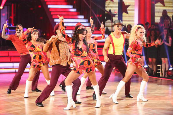 "<div class=""meta image-caption""><div class=""origin-logo origin-image ""><span></span></div><span class=""caption-text"">Aly Raisman, Andy Dick, Sean Lowe, Kellie Pickler and their partners perform a team Samba dance on week six of 'Dancing With The Stars,' which aired on April 22, 2013. They received a score of 25 out of 30 from the judges. (ABC Photo/ Adam Taylor)</span></div>"