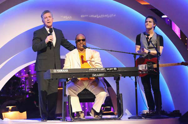 Stevie Wonder performs with Hunter Hayes on week six of 'Dancing With The Stars,' which aired on April 22, 2013.