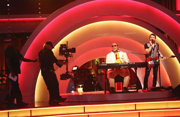 "<div class=""meta ""><span class=""caption-text "">Stevie Wonder performs with Hunter Hayes on week six of 'Dancing With The Stars,' which aired on April 22, 2013. (ABC Photo/ Adam Taylor)</span></div>"