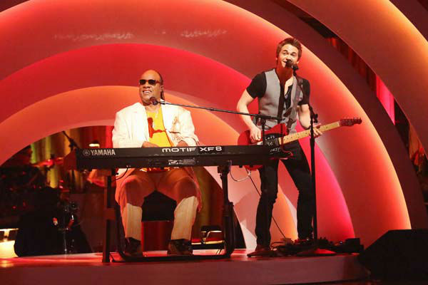 "<div class=""meta image-caption""><div class=""origin-logo origin-image ""><span></span></div><span class=""caption-text"">Stevie Wonder performs with Hunter Hayes on week six of 'Dancing With The Stars,' which aired on April 22, 2013. (ABC Photo/ Adam Taylor)</span></div>"