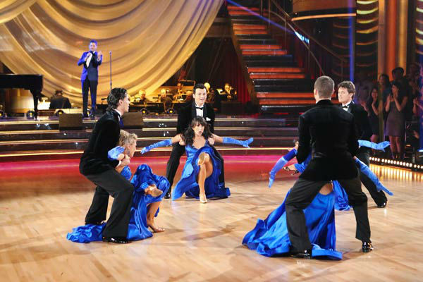 "<div class=""meta ""><span class=""caption-text "">Michael Buble performs his song 'Come Dance with Me' from his new album, 'To Be Loved,' on 'Dancing With The Stars: The Results Show' on April 30, 2013. (ABC Photo/ Adam Taylor)</span></div>"