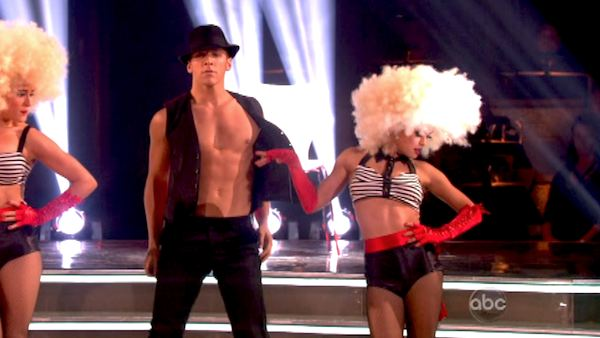 The Pros perform an ensemble dance on &#39;Dancing With The Stars: The Results Show&#39; on April 30, 2013. <span class=meta>(ABC&#47;Adam Taylor)</span>