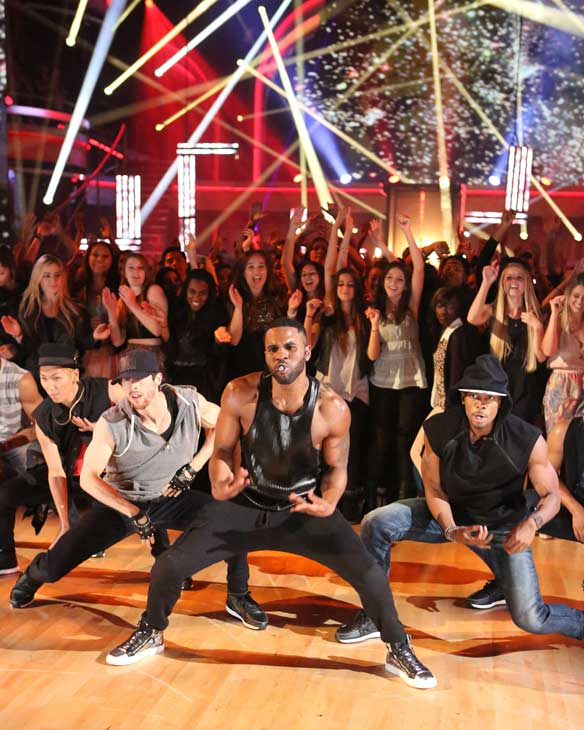 Jason Derulo performs his current single &#39;The Other Side&#39; on &#39;Dancing With The Stars: The Results Show&#39; on May 7, 2013. <span class=meta>(ABC Photo&#47; Adam Taylor)</span>