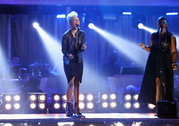 "<div class=""meta image-caption""><div class=""origin-logo origin-image ""><span></span></div><span class=""caption-text"">Emeli Sande performs her hit 'Next to Me' and her new single 'Heaven' on 'Dancing With The Stars: The Results Show' on May 7, 2013. (ABC Photo/ Adam Taylor)</span></div>"