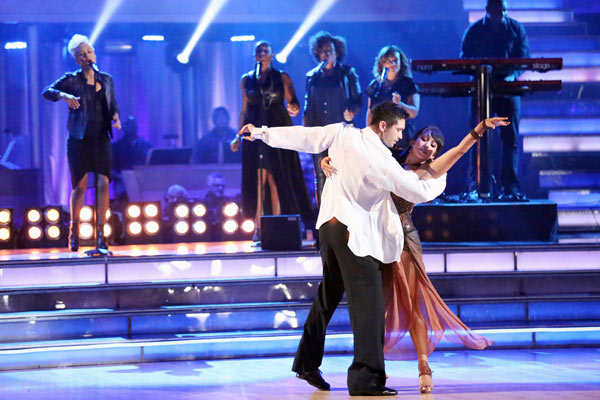 "<div class=""meta ""><span class=""caption-text "">Emeli Sande performs her hit 'Next to Me' and her new single 'Heaven' on 'Dancing With The Stars: The Results Show' on May 7, 2013. (ABC Photo/ Adam Taylor)</span></div>"