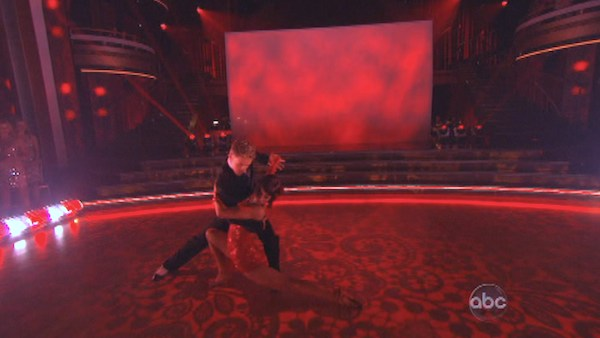 "<div class=""meta ""><span class=""caption-text "">Kellie Pickler and Derek Hough perform an encore of their Argentine Tango on 'Dancing With The Stars: The Results Show' on May 14, 2013. They had earned a a score of 30 out of 30 points for their performance on May 13, 2013. (ABC Photo / Adam Taylor)</span></div>"