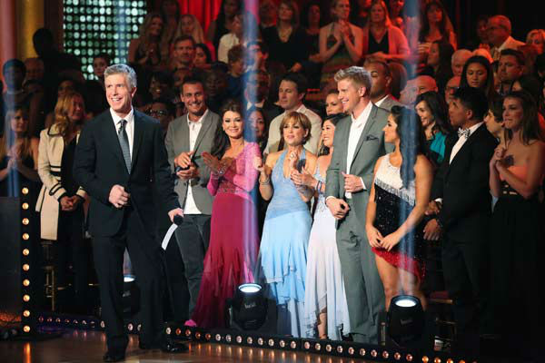 Tom Bergeron appears with previous contestants Ingo Rademacher, Lisa Vanderpump, Dorothy Hamill, Kristi Yamaguchi, Sean Lowe and finalist Alexandra Raisman on the 'Dancing With The Stars' season 16 finale on May 21, 2013.