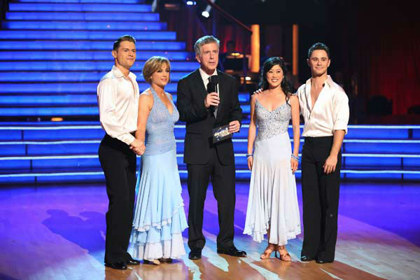 Tom Bergeron appears with former contestants Dorothy Hamill and Kristi Yamaguchi and dancers Henry Byalikov and Sasha Farber on the &#39;Dancing With The Stars&#39; season 16 finale on May 21, 2013. <span class=meta>(ABC Photo&#47; Adam Taylor)</span>