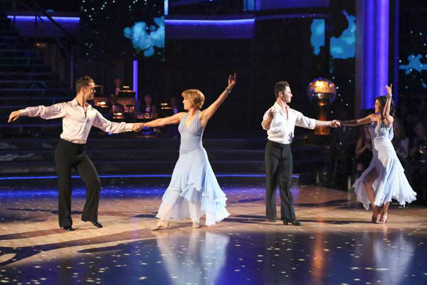 "<div class=""meta image-caption""><div class=""origin-logo origin-image ""><span></span></div><span class=""caption-text"">Former contestants Dorothy Hamill and Kristi Yamaguchi perform with Henry Byalikov and Sasha Farber on the 'Dancing With The Stars' season 16 finale on May 21, 2013. (ABC Photo/ Adam Taylor)</span></div>"