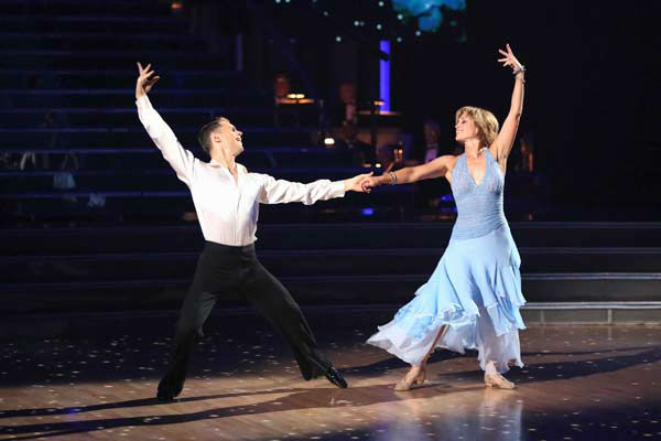 Former contestant Dorothy Hamill and Henry Byalikov perform on the &#39;Dancing With The Stars&#39; season 16 finale on May 21, 2013. <span class=meta>(ABC Photo&#47; Adam Taylor)</span>