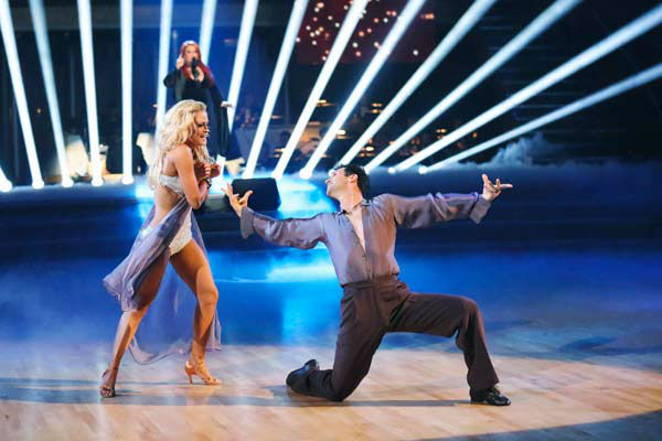 "<div class=""meta ""><span class=""caption-text "">Singer and former contestant Wynonna Judd sings 'I Want To Know What Love Is' on the 'Dancing With The Stars' season 16 finale on May 21, 2013. Pro dancer Peta Murgatroyd and Judd's partner for the season, Tony Dovolani, accompanied her performance.  (ABC Photo/ Adam Taylor)</span></div>"