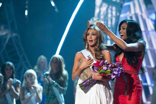 "<div class=""meta image-caption""><div class=""origin-logo origin-image ""><span></span></div><span class=""caption-text"">Miss Connecticut USA 2013, Erin Brady of East Hampton, is crowned Miss USA 2013 by Miss USA 2012, Nana Meriwether, at the conclusion of the 2013 MISS USA Competition at PH Live in Las Vegas, Nevada on Sunday June 16, 2013.  (Miss Universe Organization L.P. / Greg Harbaugh)</span></div>"