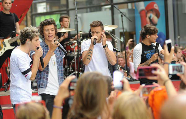 "<div class=""meta ""><span class=""caption-text "">Zayn Malik, Louis Tomlinson, Harry Styles, Liam Payne, Niall Horan of One Direction appear during their performance on the 'Today' show on Aug. 23, 2013. (Humberto Carreno/startraksphoto.com)</span></div>"