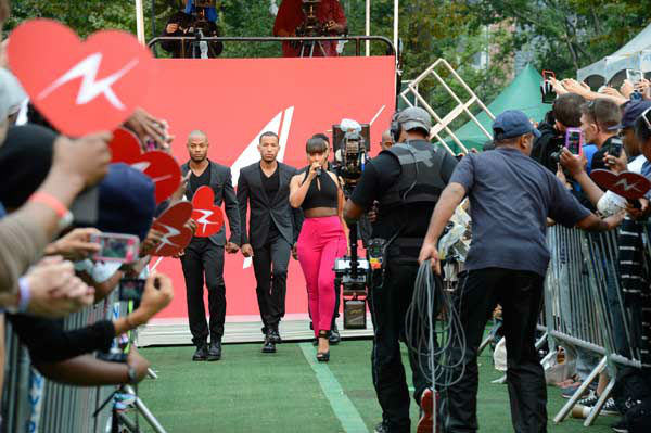 "<div class=""meta image-caption""><div class=""origin-logo origin-image ""><span></span></div><span class=""caption-text"">Alicia Keys performs live from New York City's Central Park on ABC's 'Good Morning America' ('GMA') on Aug. 30, 2013. (ABC Photo/ Ida Mae Astute)</span></div>"