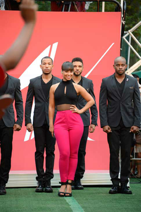 Alicia Keys performs live from New York City&#39;s Central Park on ABC&#39;s &#39;Good Morning America&#39; &#40;&#39;GMA&#39;&#41; on Aug. 30, 2013. <span class=meta>(ABC Photo&#47; Ida Mae Astute)</span>