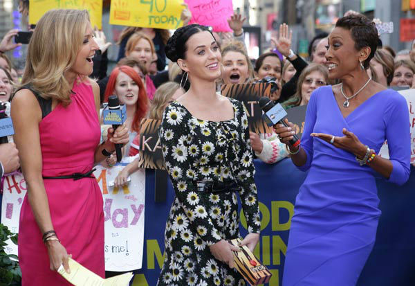 Katy Perry appears with &#39;Good Morning America&#39; co-hosts Robin Roberts and Lara Spencer on Sept. 6, 2013. <span class=meta>(ABC Photo&#47; Fred Lee)</span>
