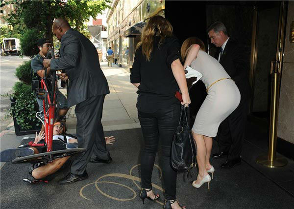 "<div class=""meta image-caption""><div class=""origin-logo origin-image ""><span></span></div><span class=""caption-text"">Nicole Kidman is seen getting up off the ground after she and a bicyclist were both knocked down on a New York sidewalk on Sept. 12, 2013. Unconfirmed reports said the bicyclist is a celebrity photographer who lost control of his bike and crashed into the actress. The man and Kidman, who was in the city for Mercedez-Benz Fashion Week, have not commented. (Humberto Carreno/startraksphoto.com)</span></div>"