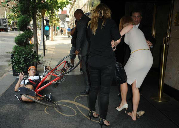 Nicole Kidman is seen getting up off the ground after she and a bicyclist were both knocked down on a New York sidewalk on Sept. 12, 2013. Unconfirmed reports said the bicyclist is a celebrity photographer who lost control of his bike and crashed into the actress. The man and Kidman, who was in the city for Mercedez-Benz Fashion Week, have not commented. <span class=meta>(Humberto Carreno&#47;startraksphoto.com)</span>