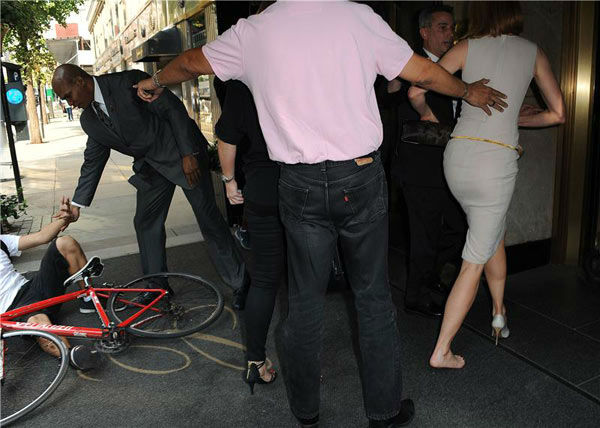 "<div class=""meta ""><span class=""caption-text "">Nicole Kidman is seen getting up off the ground after she and a bicyclist were both knocked down on a New York sidewalk on Sept. 12, 2013. Unconfirmed reports said the bicyclist is a celebrity photographer who lost control of his bike and crashed into the actress. The man and Kidman, who was in the city for Mercedez-Benz Fashion Week, have not commented. (Humberto Carreno/startraksphoto.com)</span></div>"