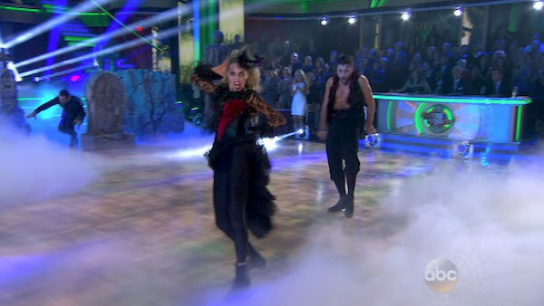 Elizabeth Berkley and Val Chmerkovskiy appear during their group dance on &#39;Dancing With The Stars&#39; on Oct. 28, 2013. <span class=meta>(ABC Photo)</span>