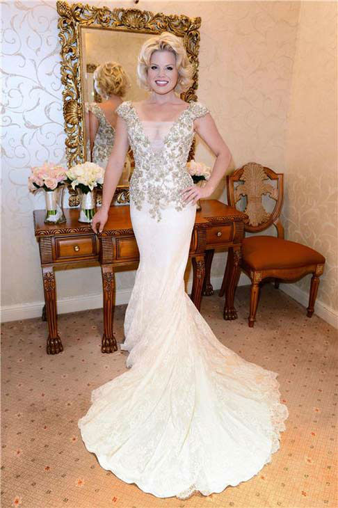 Megan Hilty appears at her wedding to boyfriend Brian Gallagher in Las Vegas on Nov. 2, 2013.