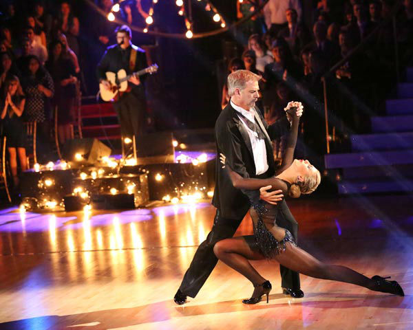 "<div class=""meta image-caption""><div class=""origin-logo origin-image ""><span></span></div><span class=""caption-text"">Bill Engvall and Emma Slater dance the Argentine Tango on week 10 of 'Dancing With The Stars' on Nov. 18, 2013. They received 32 out of 40 points from the judges. The two received 28 out of 40 for their first routine, a Cha Cha Cha. (ABC Photo/ Adam Taylor)</span></div>"