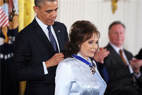"<div class=""meta image-caption""><div class=""origin-logo origin-image ""><span></span></div><span class=""caption-text"">President Barack Obama awards Loretta Lynn with the Presidential Medal of Freedom, Wednesday, Nov. 20, 2013, during a ceremony in the East Room of the White House in Washington.  (Olivier Douliery/AbacaUSA/startraksphoto.com)</span></div>"
