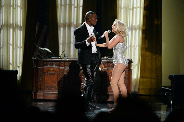 Lady Gaga and R. Kelly take the White House  Lady Gaga appeared on the AMAs stage for a presidential-themed performance of her current hit single &#39;Do What U Want,&#39; off of her latest album &#39;ARTPOP.&#39;   The singer was joined by R. Kelly, who also appeared on stage as &#39;President Kelly,&#39; while Gaga channeled a Marilyn Monroe-type character in a blonde bob and sparkly silver costume. Kelly joked about inappropriate photos of him and Gaga appearing online and said, &#39;Who put these pictures on Instagram?&#39; <span class=meta>(ABC Photo&#47; Matt Brown)</span>