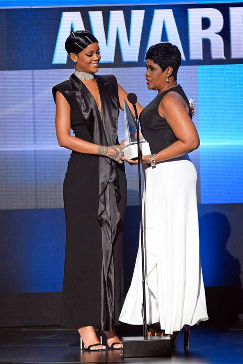 Rihanna gets the Icon Award from mom  Rihanna performed &#39;Diamonds&#39; at the American Music Awards 2013, but the 25-year-old singer was really on hand to accept the Icon Award, the very first given at the annual ceremony.  The singer&#39;s mother, Monica Fenty, appeared on stage to give her daughter the award.  &#39;Can we talk about how cute Rihanna&#39;s mom is?&#39; Justin Timberlake later asked the audience while accepting one of his three awards. &#39;She&#39;s so proud of the Icon. I am too, Rihanna, I love you.&#39; <span class=meta>(ABC Photo&#47; Matt Brown)</span>