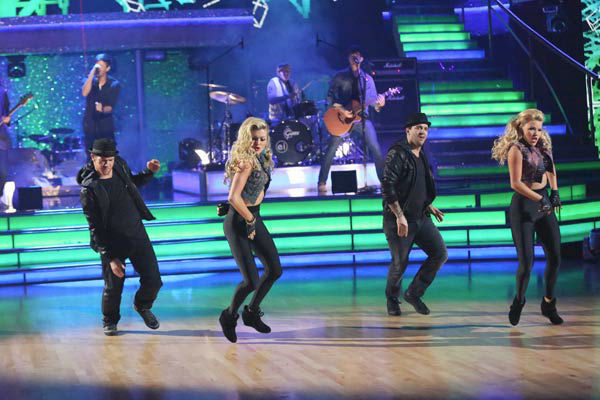 "<div class=""meta ""><span class=""caption-text "">Enrique Iglesias performed 'Heart Attack' on the season 17 finale of 'Dancing With The Stars' on Nov. 26, 2013. (ABC Photo/ Adam Taylor)</span></div>"