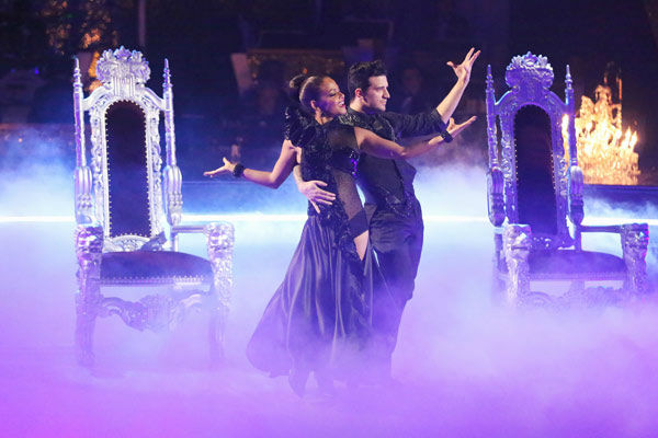 Christina Milian and Mark Ballas returned to the ballroom to perform on the season 17 finale of &#39;Dancing With The Stars&#39; on Nov. 26, 2013. <span class=meta>(ABC Photo&#47; Adam Taylor)</span>