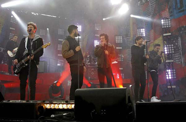 One Direction performs on &#39;Good Morning America&#39; in New York City on Nov. 26, 2013. <span class=meta>(ABC Photo&#47; Lou Rocco)</span>