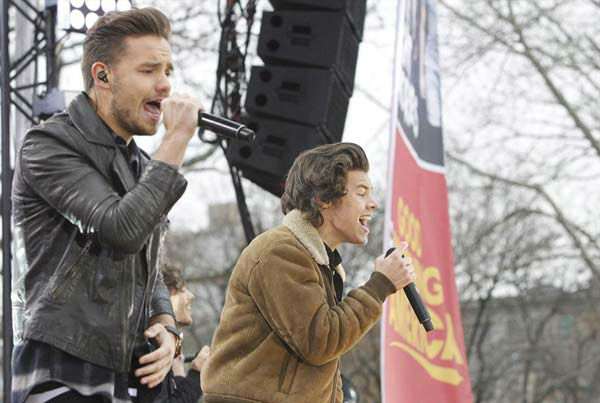 Harry Styles and Liam Payne of One Direction perform on 'Good Morning America' in New York City on Nov. 26, 2013.