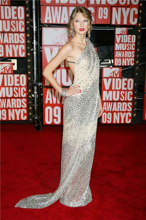 "<div class=""meta image-caption""><div class=""origin-logo origin-image ""><span></span></div><span class=""caption-text"">Taylor Swift appears at the 2009 MTV Video Music Awards in New York City on Sept. 13, 2009.  (Dave Allocca / startraksphoto.com)</span></div>"