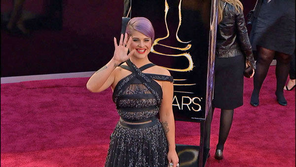 Kelly Osbourne wrote this on her Twitter page about Nelson Mandela after hearing about his death on Dec. 5, 2013, &#39;Today is officially one of the saddest days! The world has lost the most inspirational person to ever walk the earth rip #NelsonMandela.&#39;  &#40;Pictured: Kelly Osbourne walks the red carpet at the 2013 Oscars on Feb. 24, 2013.&#41; <span class=meta>(OTRC)</span>