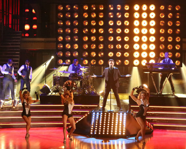 Olly Murs performs his new single &#39;Troublemaker&#39; on &#39;Dancing With The Stars: The Results Show&#39; on April 23, 2013. <span class=meta>(ABC Photo&#47; Adam Taylor)</span>