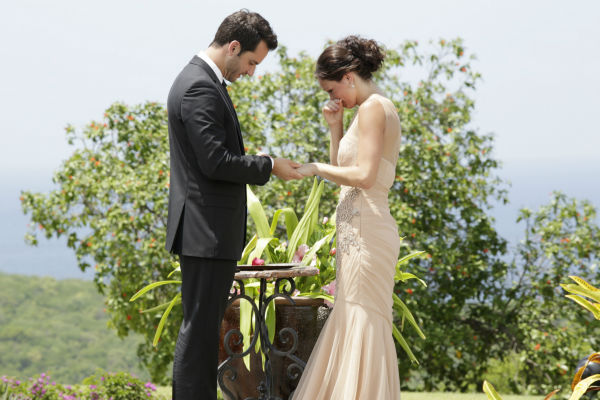 "<div class=""meta ""><span class=""caption-text "">Chris Siegfried proposes to Desiree Hartsock on the finale of the ABC show 'The Bachelorette.' She gave him her final rose. The episode aired on Aug. 5, 2013. (ABC Photo / Francisco Roman)</span></div>"