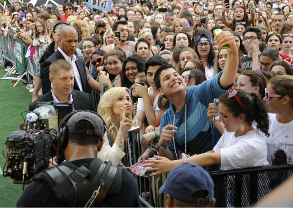 "<div class=""meta ""><span class=""caption-text "">Demi Lovato poses for a selfie photo with a fan before her live performance in New York City's Central Park on ABC's 'Good Morning America' ('GMA') on June 28, 2013. (ABC / Donna Svennevik)</span></div>"