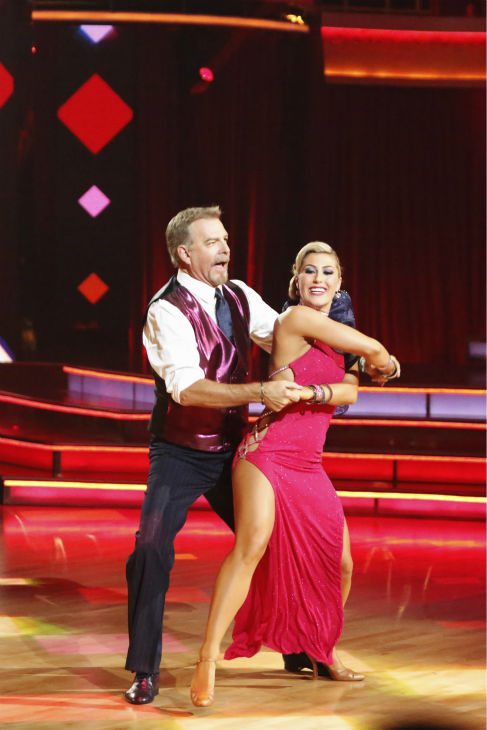 "<div class=""meta image-caption""><div class=""origin-logo origin-image ""><span></span></div><span class=""caption-text"">Bill Engvall and Emma Slater dance the Foxtrot on week one of 'Dancing With The Stars' on Sept. 16, 2013. They received 18 out of 30 points from the judges. (ABC Photo / Adam Taylor)</span></div>"