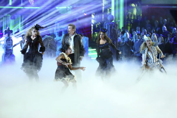 "<div class=""meta ""><span class=""caption-text "">Bill Engvall, Leah Remini, Elizabeth Berkley and Nicole 'Snooki' Polizzi dance freestyle in a group to 'Bom Bom' on 'Dancing With The Stars' on Oct. 28, 2013. (ABC Photo / Adam Taylor)</span></div>"