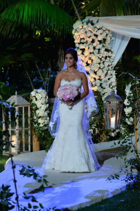 "<div class=""meta ""><span class=""caption-text "">'The Bachelor' season 17 star Catherine Giudici walks down the aisle at her and Sean Lowe's wedding at the Four Seasons Biltmore hotel in Santa Barbara, California. The event aired live on TV as part of ABC's 'The Bachelor: Sean and Catherine's Wedding' special on Jan. 26, 2014. (ABC Photo / Todd Wawrychuk)</span></div>"
