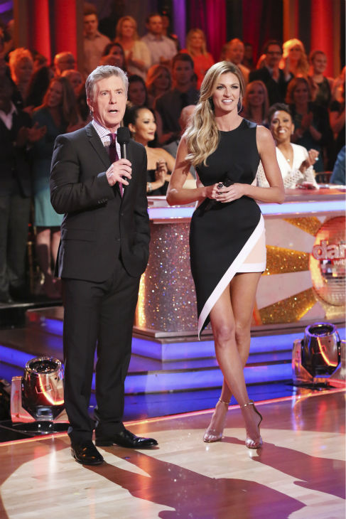 "<div class=""meta ""><span class=""caption-text "">Co-hosts Tom Bergeron and Erin Andrews appear on week 3 of ABC's 'Dancing With The Stars' on March 31, 2014. (ABC Photo / Adam Taylor)</span></div>"