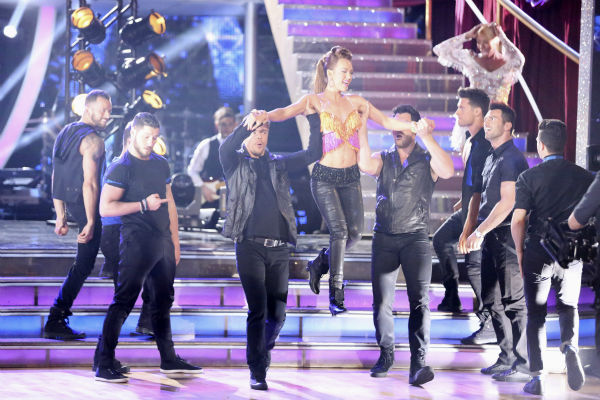 "<div class=""meta ""><span class=""caption-text "">Amy Purdy appears with pro dancers during week 4 of ABC's 'Dancing With The Stars' season 18 on April 7, 2014. (ABC Photo / Adam Taylor)</span></div>"