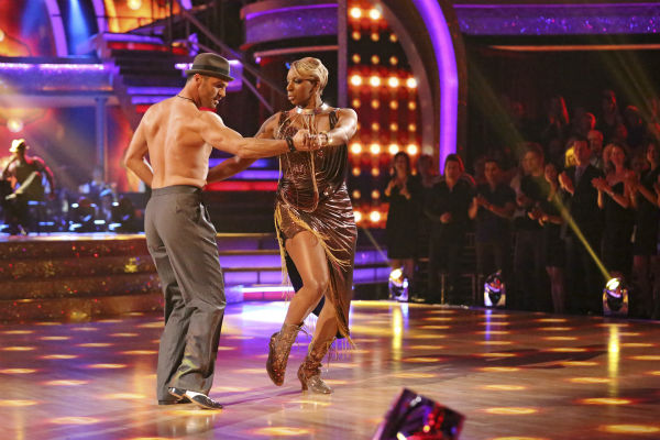 "<div class=""meta image-caption""><div class=""origin-logo origin-image ""><span></span></div><span class=""caption-text"">NeNe Leakes and Tony Dovolani dance the Argentine Tango on week 7 of 'Dancing With The Stars' on April 28, 2014. They received 31 out of 40 points from the judges. The two also danced as part of team Vida and the team received 35 out of 40 points from the judges. (ABC Photo / Adam Taylor)</span></div>"