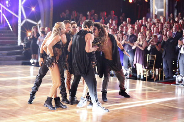 Meryl Davis and Maksim Chmerkovskiy dance the Salsa on week seven of &#39;Dancing With The Stars&#39; on April 28, 2014. They received 39 out of 40 points from the judges. The two also danced as part of team Loca and received 39 out of 40 points from the judges. Also pictured: Lindsay Arnold, Artem Chigvintsev and Jenna Johnson <span class=meta>(ABC Photo &#47; Adam Taylor)</span>