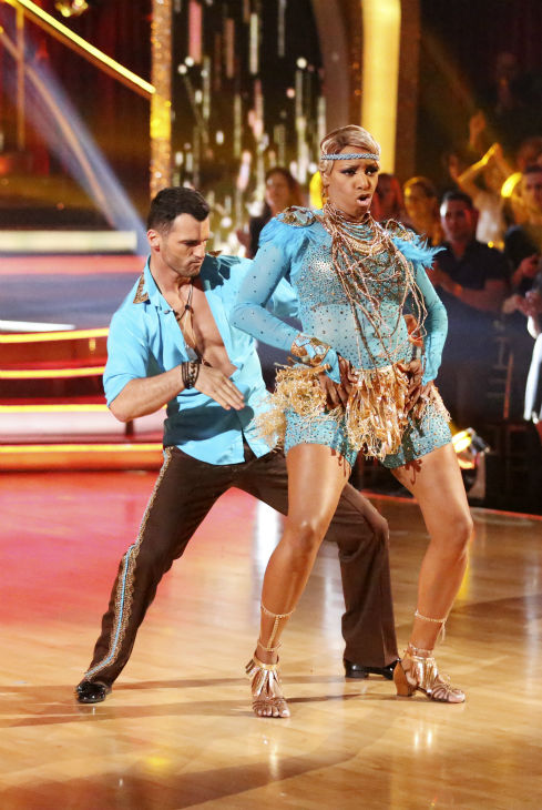"<div class=""meta ""><span class=""caption-text "">NeNe Leakes and Tony Dovolani danced as part of team Vida on week 7 of 'Dancing With The Stars' on April 28, 2014. They received 35 out of 40 points from the judges. (ABC Photo / Adam Taylor)</span></div>"