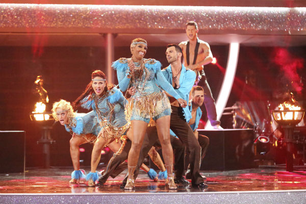 "<div class=""meta image-caption""><div class=""origin-logo origin-image ""><span></span></div><span class=""caption-text"">NeNe Leakes, Tony Dovolani, James Maslow, Peta Murgatroyd, Charlie White and Sharna Burgess dance as part of team Vida on week 7 of 'Dancing With The Stars' on April 28, 2014. They received 35 out of 40 points from the judges. Also pictured: Henry Byalikov. (ABC Photo / Adam Taylor)</span></div>"