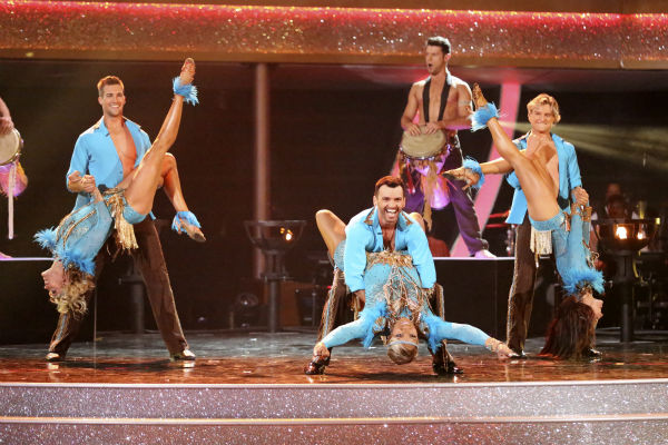 "<div class=""meta ""><span class=""caption-text "">NeNe Leakes, Tony Dovolani, James Maslow, Peta Murgatroyd, Charlie White and Sharna Burgess dance as part of team Vida on week 7 of 'Dancing With The Stars' on April 28, 2014. They received 35 out of 40 points from the judges. Also pictured: Henry Byalikov. (ABC Photo / Adam Taylor)</span></div>"
