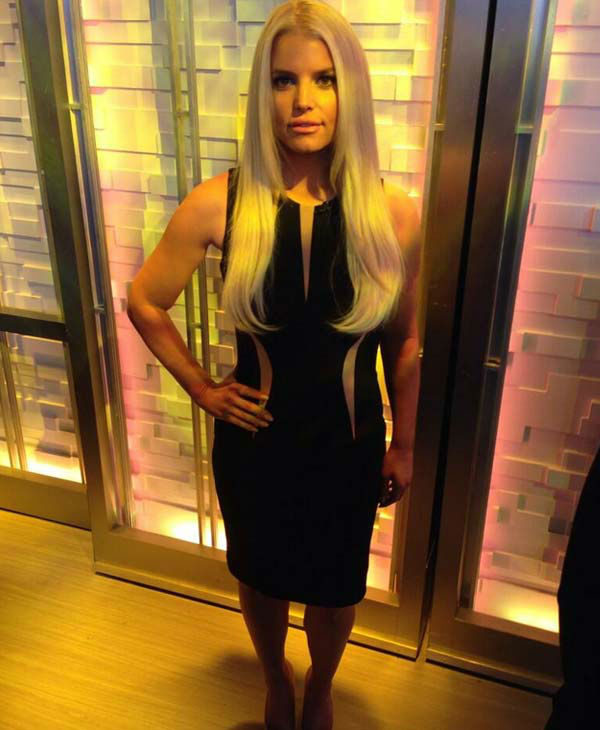 Jessica Simpson appears in a photo posted on her official Twitter account, showing off her slimmed down body before her &#39;Good Morning America&#39; interview on Jan. 7, 2014.  <span class=meta>(twitter.com&#47;jessicasimpson &#47; twitter.com&#47;JessicaSimpson&#47;status&#47;420544245448327169)</span>