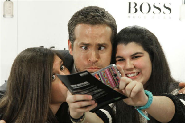 Ryan Reynolds poses for a selfie with fans at Hugo Boss&#39; Boss Bottled event in Madrid, Spain on Nov. 26, 2013. <span class=meta>(Dyd Fotografos &#47; Startraksphoto.com)</span>